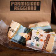 confezione sottovuoto di Parmigiano Reggiano Prodotto di Montagna