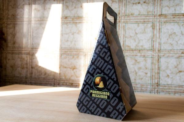 Confezione triangolare classica per Parmigiano Reggiano da 1 - 1,5Kg