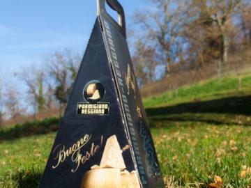 Confezione triangolare natalizia per Parmigiano Reggiano da 1 - 1,5Kg
