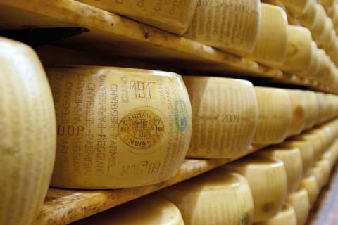 Stagionatura del Parmigiano Reggiano prodotto di montagna